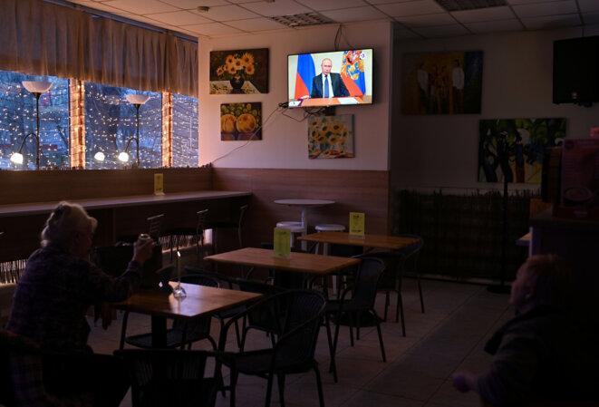 Dans un café à Omsk le 25 mars 2020. © REUTERS/Alexey Malgavko