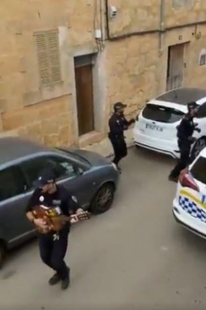 policiers-qui-dansent