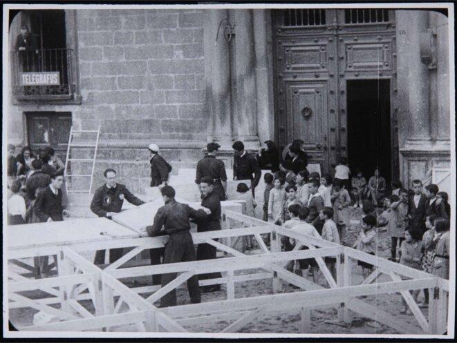 García Lorca's travelling popular theatre - La Barraca, 1932 © AnonymousUnknown author / Public domain