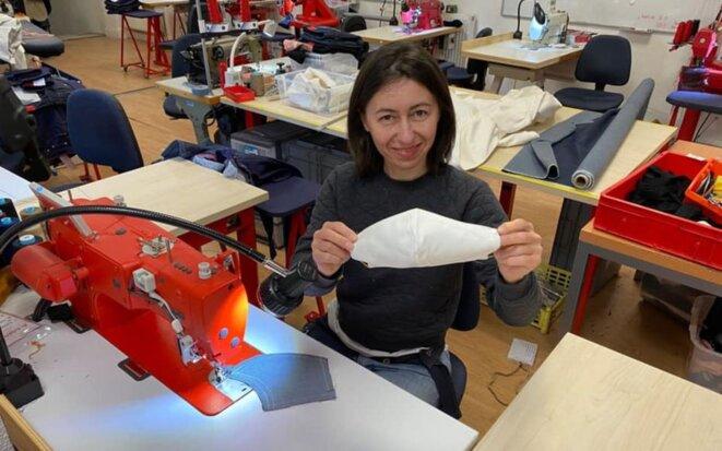 À la suite d'un appel lancé par des personnels soignants, le fabricant de jeans drômois 1083 fabrique des masques en tissu depuis le 17 mars 2020. © 1083