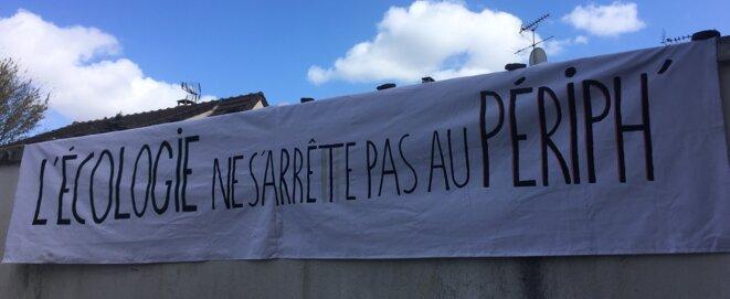 """""""L'écologie ne s'arrête pas au périph"""" était le slogan choisi par l'association pour représenter la lutte lors du rassemblement du 14 mars"""