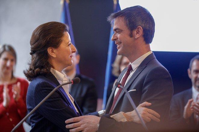 Agnès Buzyn et Olivier Véran, lors de la passation de pouvoir au ministère de la santé, le 17 février 2020. © Geoffroy van der Hasselt/AFP