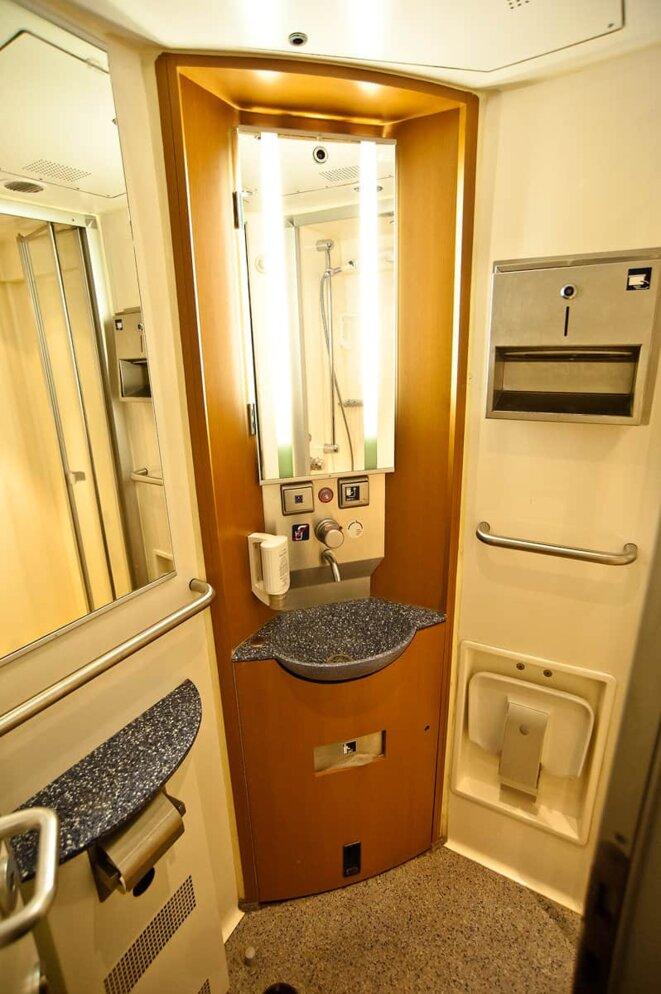 Le confort le plus élevé inclut une douche dans le compartiment