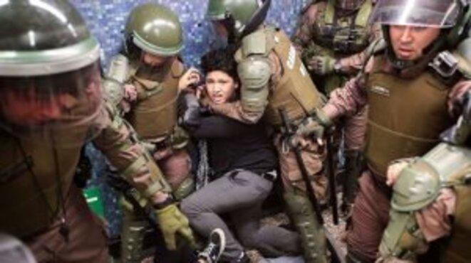 Les carabineros en pleine répression © Portal de noticias Nodal