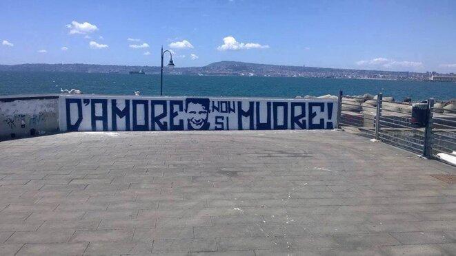 A Naples, l'un des nombreux hommages à Ciro Esposito. On peut y lire: « On ne meurt pas d'amour »