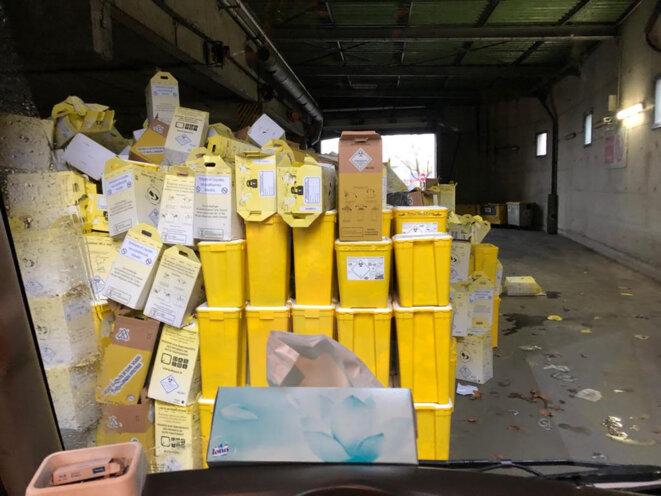 Au centre d'incinération de Créteil, les déchets DASRI sont stockés en attendant d'être brûlés