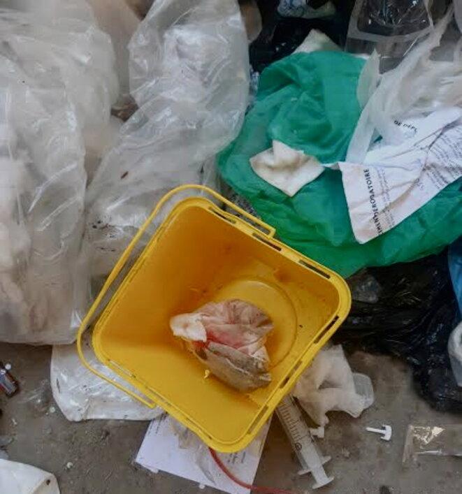 Au centre d'enfouissement du Plessis-Gassot, un chauffeur découvre des DASRI dans sa benne d'ordures ménagères