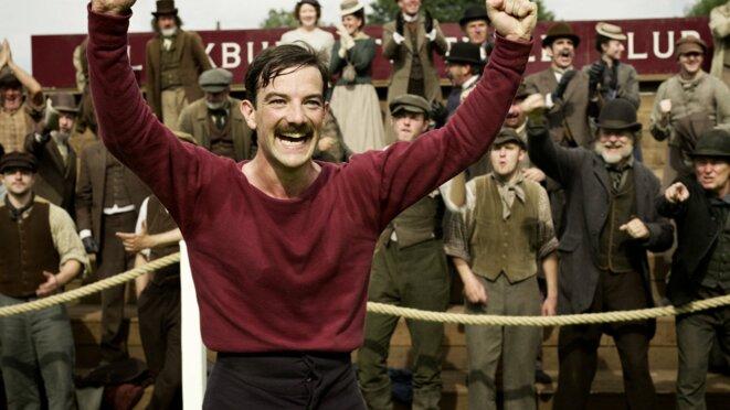 Fergus Suter, ouvrier dont l'action marqua la fondation du football moderne | © Netflix