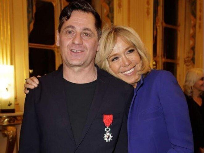 Olivier Py et Brigitte Macron, en février 2019 lors de la remise à Olivier Py des insignes de la Légion d'Honneur