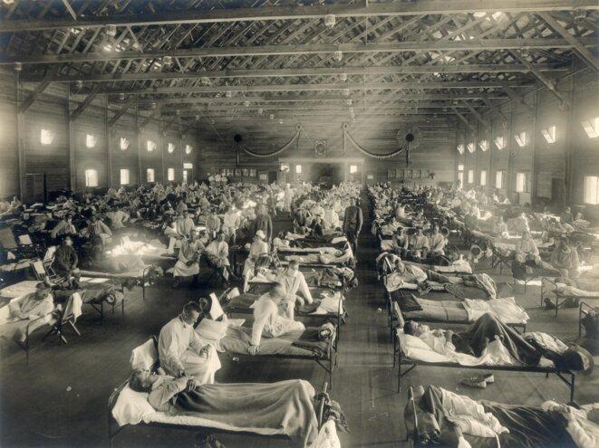 Hôpital de campagne à Camp Fuston, Kansas, pendant l'épidémie de grippe espagnole © Inconu