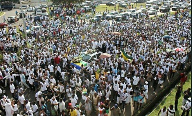 Le peuple accompagne dans la dignité la dépouille de son Président
