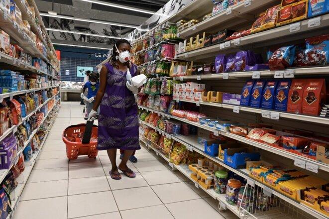 Dans un supermarché d'Abidjan le 13 avril 2020. © Issouf Sanogo/AFP