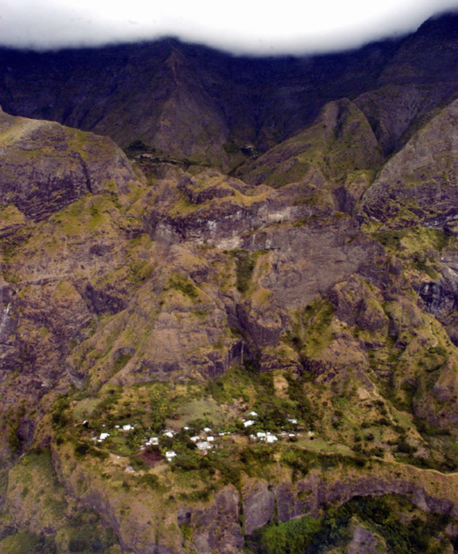 Cirque de Cilaos, île de la Réunion: l'écho du silence loin de l'éco mégalo. © Claude TESTA