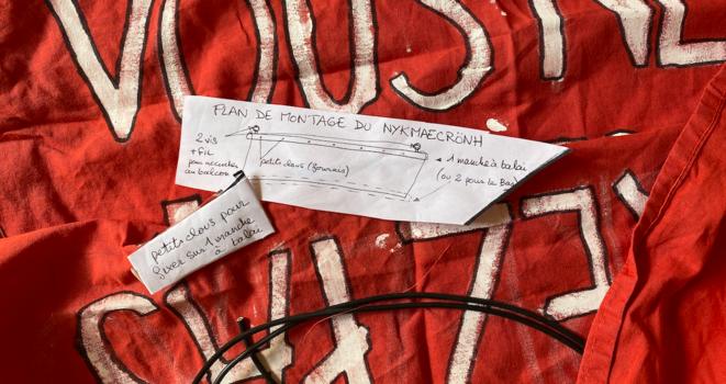 Notice de montage de banderole signée Débit de Beau © DDB