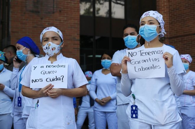 """Avril 2020 à l'Hôpital Kennedy à Bogota: """"Qui veille sur nous?"""" """"Nous n'avons pas de garanties"""" © @Medicos-Col"""