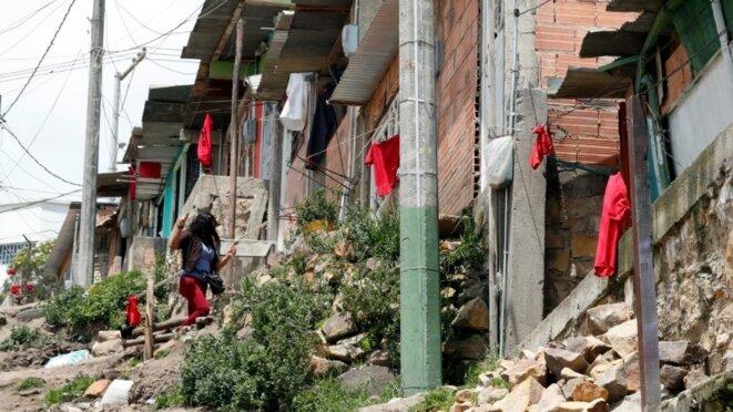Soacha, immense banlieue de Bogota : le chiffon rouge est devenu le signal de la faim © France-24