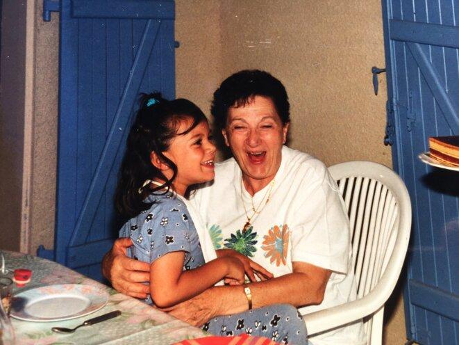Manon et sa grand-mère, en 1997.