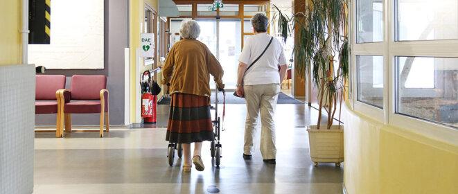 ehpad-un-systeme-anti-errance-pour-la-securite-des-seniors-vulnerables