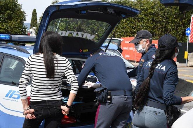 Un control policial en Florencia el 16 de abril de 2020. © Carlo Bressan/ANADOLU AGENCY/AFP