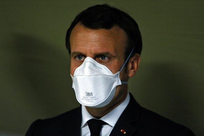 Emmanuel Macron lors de sa visite de l'hôpital de campagne Covid-19 de Mulhouse, le 25 mars 2020. © AFP