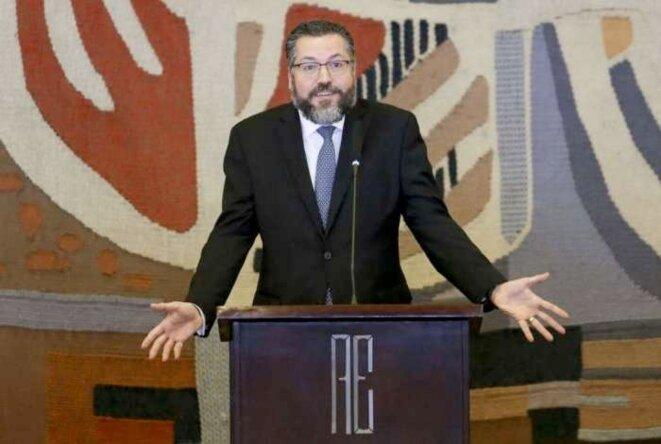 Ernesto Araújo, ministre des affaires étrangères © https://odia.ig.com.br/brasil/2020/04/5903606--chegou-o-comunavirus---ernesto-araujo-diz-que-quarentena-faz-parte-de-plano-para-impor-comunismo-no-mun