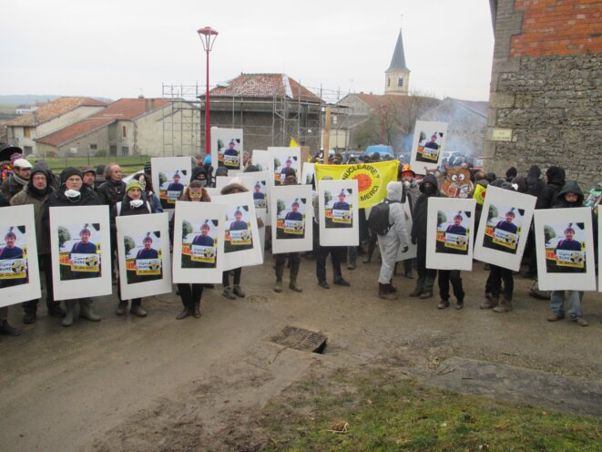 Rassemblement à Mandres-en-Barrois, le 2 mars 2018, pendant laquelle les identités téléphoniques des manifestants sont captées par IMSI catcher. ©Hervé Kempf/Reporterre