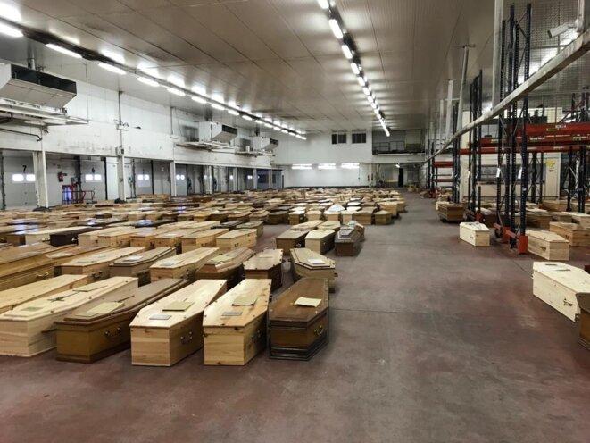 Dans le hangar de Rungis réquisitionné pour les morts du Covid-19. © Document Mediapart