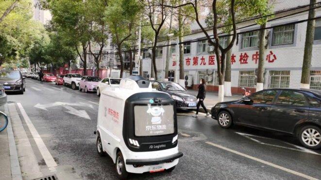 Véhicule autonome JD.com dans une rue de Wuhan, Chine © JD.com