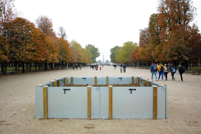 Lois Weinberger, Garden, FIAC Hors les murs 2019, Jardin des Tuileries, commissariat: Maryline Brustolin. © Lois Weinberger / Courtesy Salle Principale