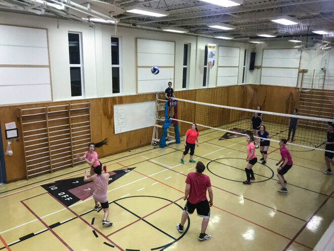 A l'approche du week-end le village se remplit peu à peu pour le tournoi de volley-ball.