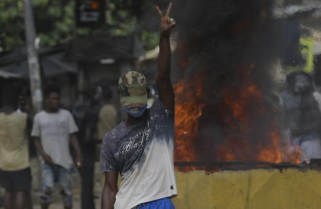 Affrontements avec la police en marge d'une manifestation contre la construction d'un centre de dépistage du Covid-19 à Abidjan, le 6 avril 2020 © AFP.