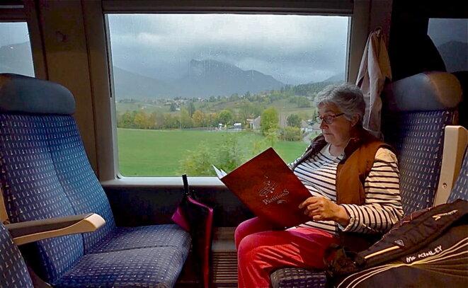 Nicole n'a pas de voiture ; le train lui permet d'aller voir ses enfants à Grenoble © P.Morel/E.Corre