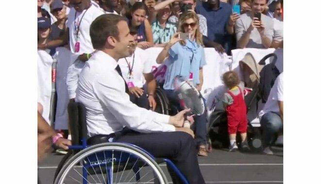 macron-en-fauteuil