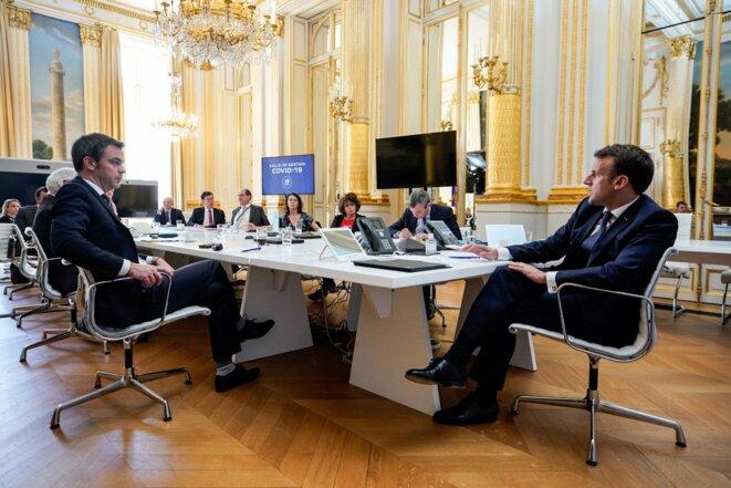 Réunion entre des membres de l'exécutif et le Conseil Scientifique du 16 avril 2020 © Twitter d'Emmanuel Macron
