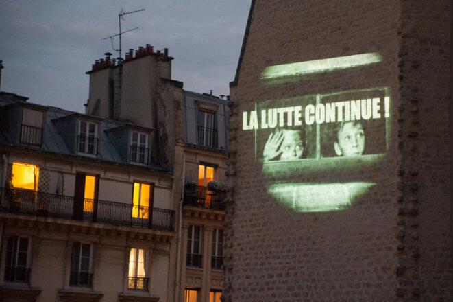 La mythique salle associative parisienne La Clef projette un film depuis son toit chaque vendredi soir. © Claire Emmanuelle Blot/Home Cinéma