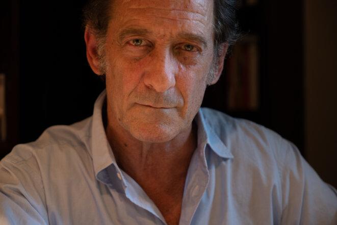 Vincent Lindon, le 5 mai 2020, chez lui à Paris. © Max Jouan