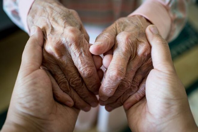 0-young-woman-holding-elder-hands