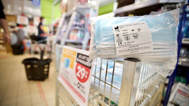 Des masques aux supermarchés © Clement Tiberghien / MaxPPP