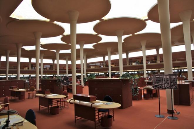 L'espace de travail en commun imaginé par Frank Lloyd Wright en 1936.
