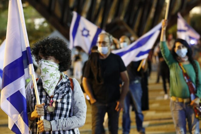 """Une manifestation réclamant un """"gouvernement de qualité"""", tout en respectant la distanciation sociale, à Tel Aviv, le 9 mai 2020. © Jack Guez/AFP"""