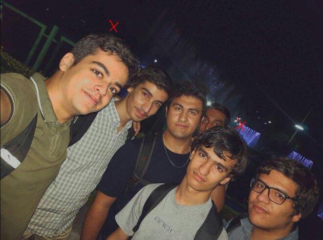 Ali Younesi (à gauche) et Amir-Hossein Moradi dans leur groupe d'étudiants d'élite de l'université Charif à Téhéran