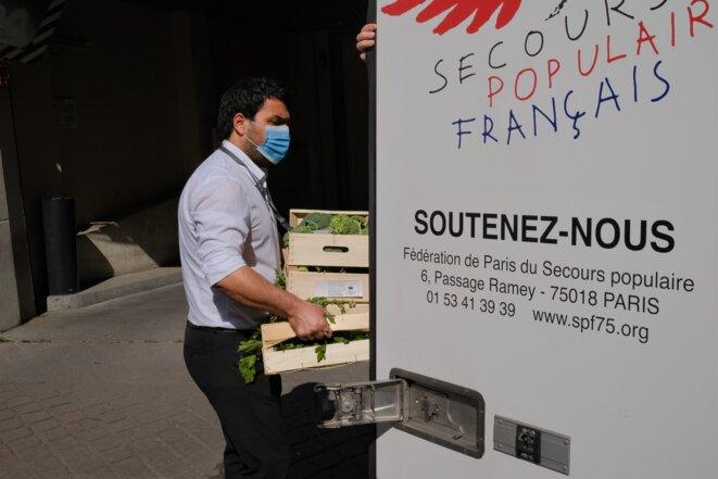 Le gérant du Naturalia de la rue Duhesme (Paris XVIIIe). © Antoine Peillon (Ishta)