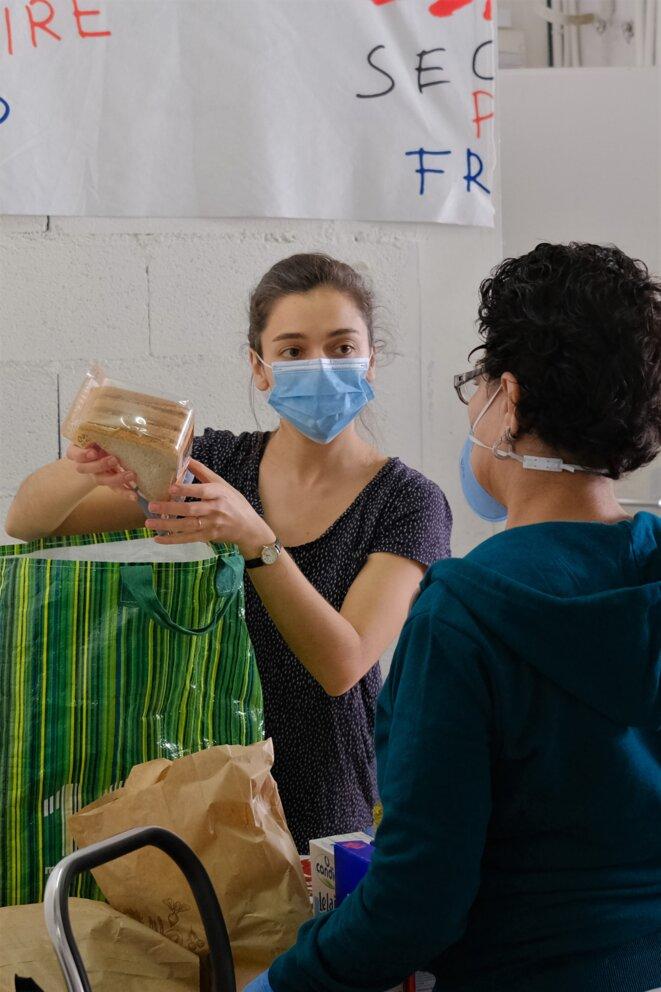 Les bénéficiaires font leur choix parmi les produits qui leur sont proposés. © Antoine Peillon (Ishta)