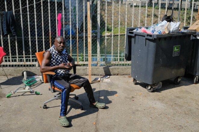 Au squat de la Seine (17, rue Claude-Bernard, Aubervilliers / Seine-Saint-Denis, 145 adultes), Ibrahim, 38 ans, arrivé de Côte-d'Ivoire il y a six mois. © Antoine Peillon (Ishta)