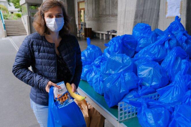 Anne-Claire Muller, 26 ans, termine bientôt la supervision de la préparation de quelque 1500 paniers-repas. © Antoine Peillon (Ishta)