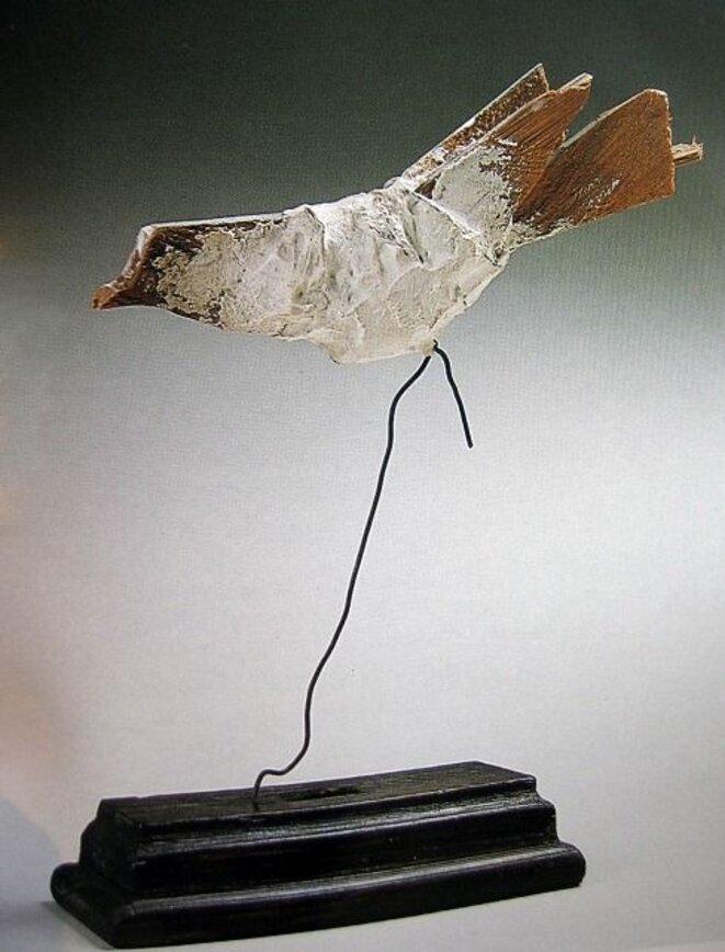 Le Merle, 1943, bois, plâtre et fil métallique 18 X 22 X 7 cm