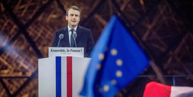 Emmanuel Macron devant la pyramide du Louvre, à Paris, le soir de sa victoire aux élections présidentielles du 7 mai 2017