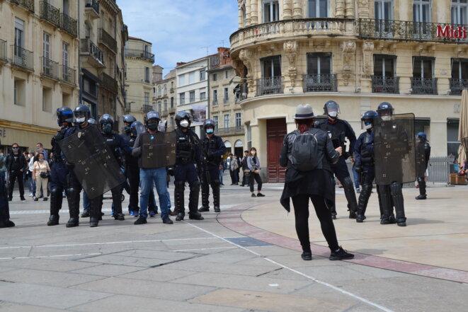 BAC et CDI sur la place de la Comédie, milieu d'après-midi. Montpellier, le 16/05/2020. © Samuel Clauzier
