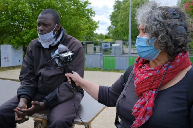 Farida Taher avec Alhassane Diallo, à La Noue (Bagnolet - 93), le samedi 2 mai 2020. © Antoine Peillon (Ishta)