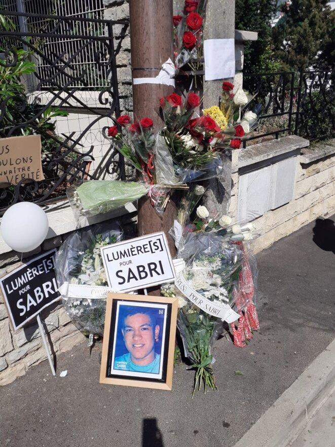 Jeudi à Argenteuil, lors de la marche demandant la lumière pour Sabri, le jeune de 18 ans décédé dimanche dernier en moto-cross après avoir croisé des policiers. © Audrey Pronesti (Bondy Blog)